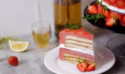 Воздушный клубничный торт