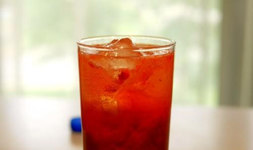 Освежающий клубничный коктейль