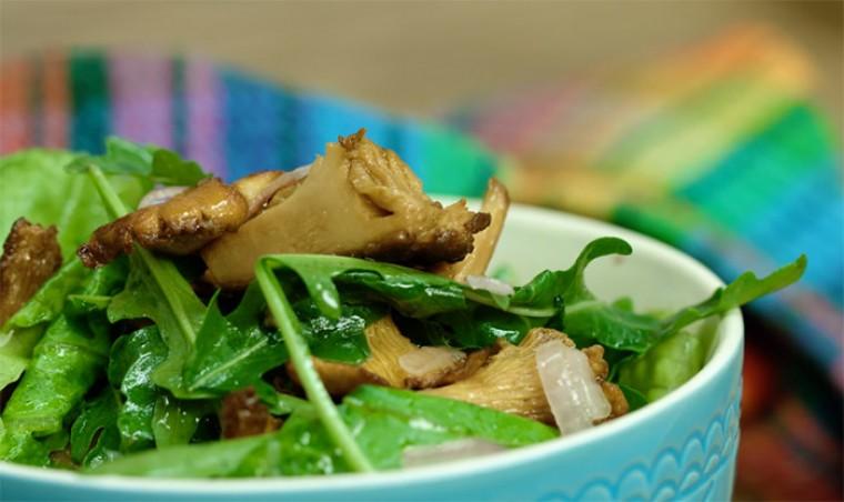 Салат с лисичками и картофелем