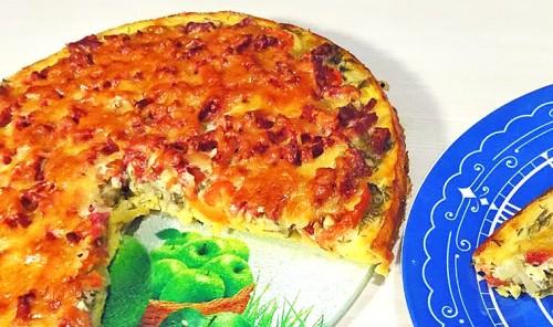 Пицца из кабачков с колбасой и помидорами