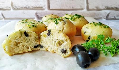 Закусочные булочки с оливками