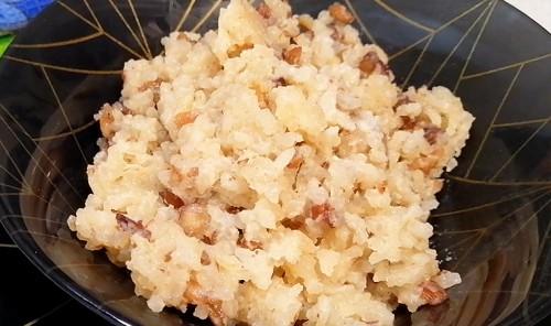 Пудинг из риса с орехами и изюмом