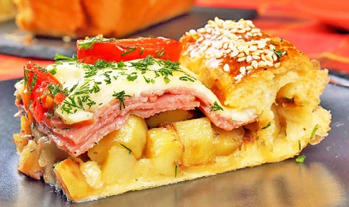 Пирог с картошкой, ветчиной и сыром