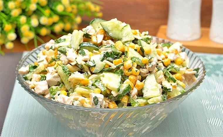 Салат с курицей, огурцом и кукурузой