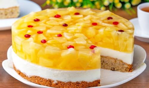 Торт с ананасами на ореховой основе