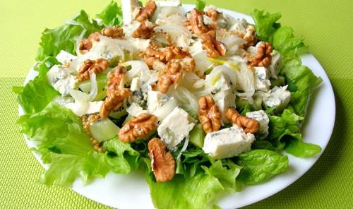 Салат с сыром, киви и орехами «Герцогиня»