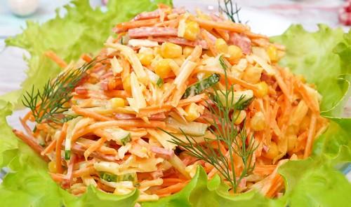Салат с колбасой «Венеция»