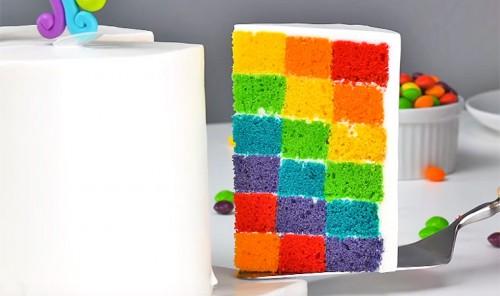 Разноцветный бисквитный торт