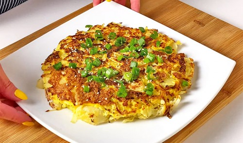 Капуста с яйцами на сковороде