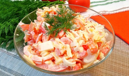 Салат с крабовыми палочками «Приморский»