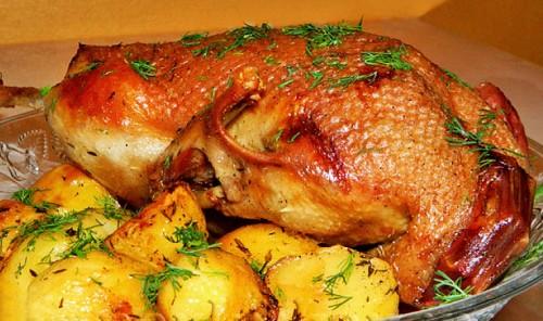 Утка, запеченная в рукаве с картофелем