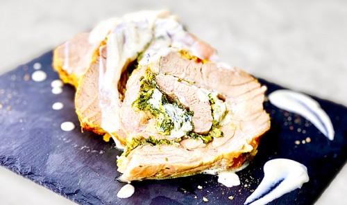 Мясной рулет, фаршированный шпинатом и сыром