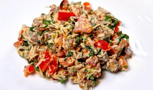 Салат с говядиной, помидорами и сыром «Гусарский»