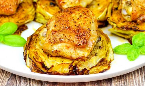 Куриные бедрышки с капустой в духовке