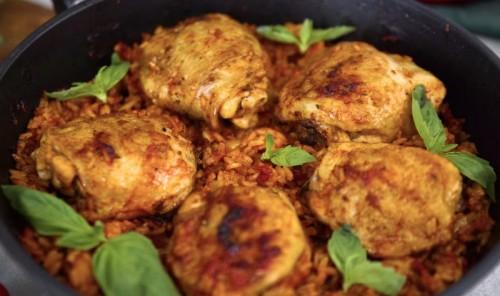 Куриные бедрышки с рисом