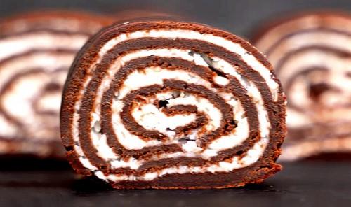 Шоколадный рулет без выпечки