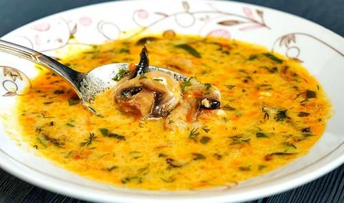 Грибной суп с плавленным сыром и курицей
