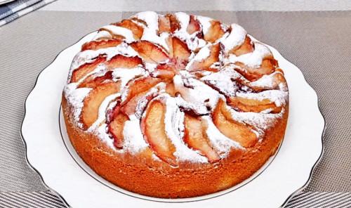 Пирог с тушеными яблоками