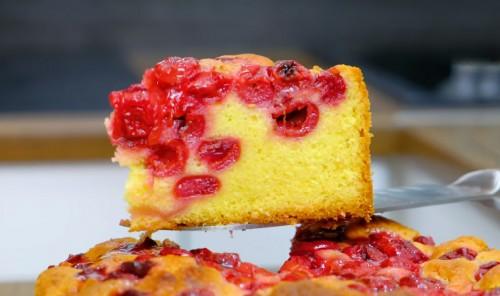 Мягкий пирог с вишней