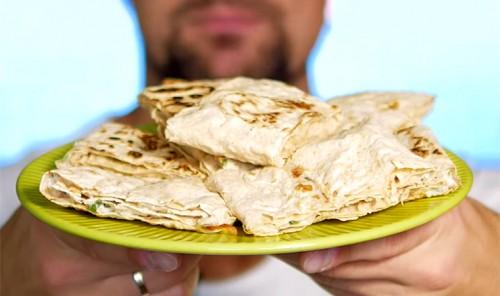 Ленивые пирожки из лаваша с курицей и сыром