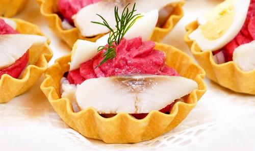 Селедка под шубой в закусочных тарталетках