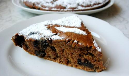 Постный пирог с черносливом