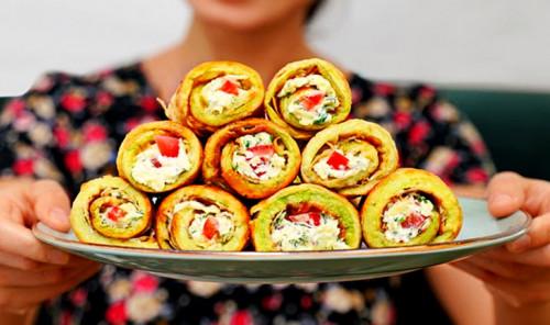 Рулетики из кабачков с сыром, чесноком и зеленью