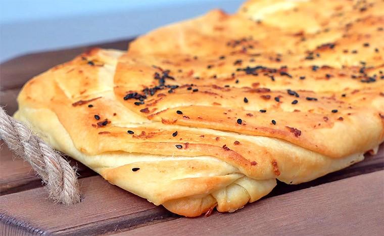 Слоеный чесночный хлеб