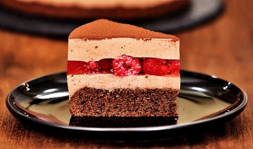 Муссовый шоколадный торт с малиной