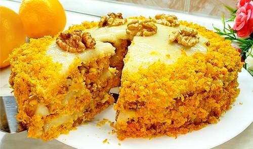 Морковный торт с орехами и апельсиновым кремом