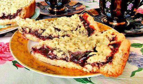 Постный тертый пирог с виноградным джемом