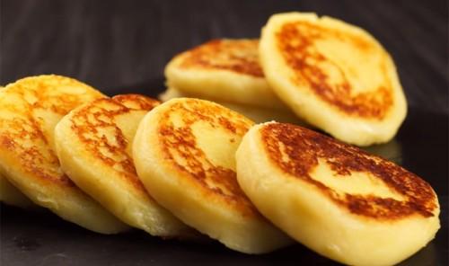 Сладкие картофельные оладьи с сыром