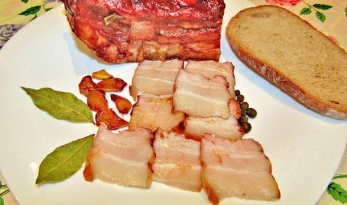 Свиная грудинка, запеченная в духовке