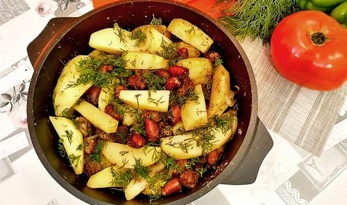 Картошка, томленая с куриными сердечками в духовке