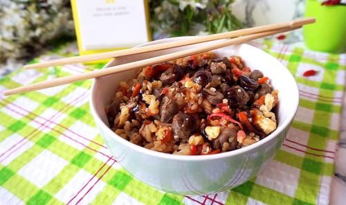 Рис по-тайски с куриными сердцами
