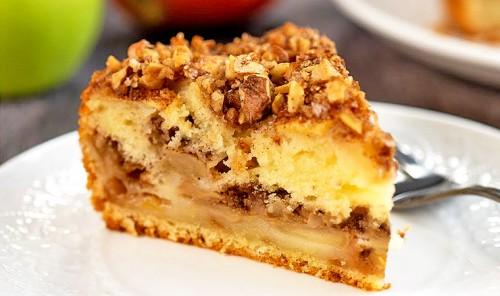 Яблочный пирог с корицей и орехами
