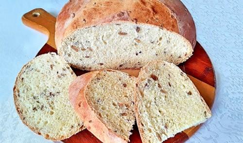 Кукурузный хлеб на сыворотке с семенами льна