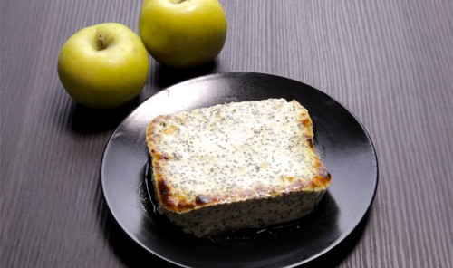 Творожная запеканка с яблоком и маком