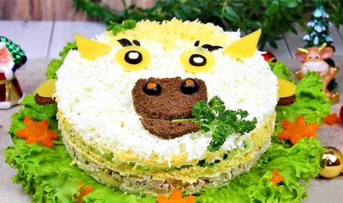 Новогодний слоеный салат «Бычок»