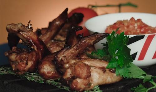 Куриные крылышки с острым томатным соусом