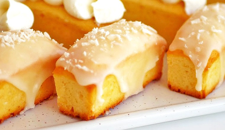 Лимонные кексы с кокосовой стружкой в сахарной глазури