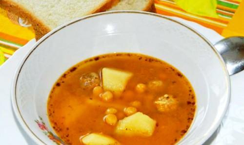 Суп с нутом, тыквой и фрикадельками