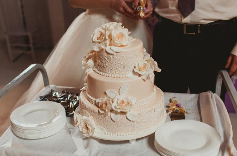 Традиции на свадьбе - свадебный торт и каравай
