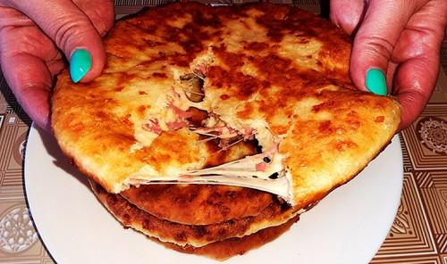 Лепешки на кефире c колбасой и сыром
