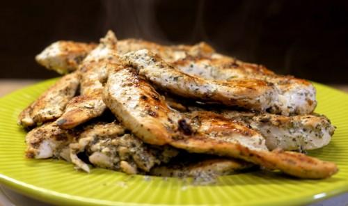 Куриное филе в сметане на сковороде