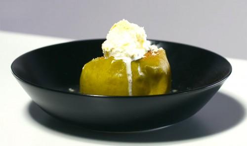 Десерт из яблок в микроволновке