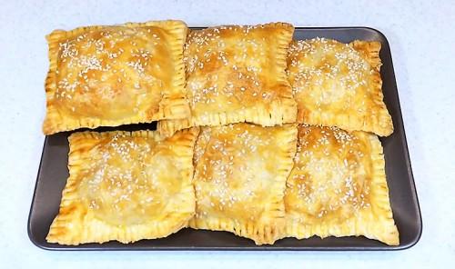 Слоеные пирожки с начинкой из салата Оливье
