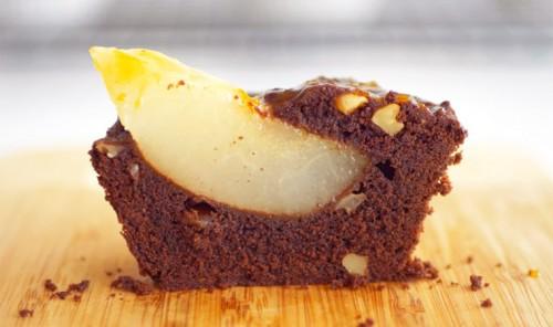 Шоколадно-ореховые кексы с грушей