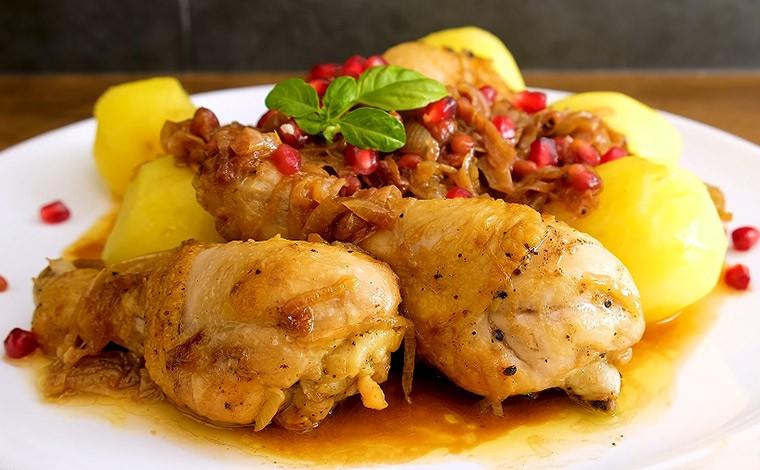 Курица с луком и гранатом «Хохоп»