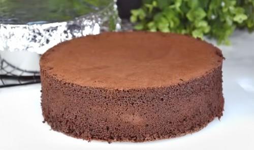 Простой шоколадный бисквит для торта